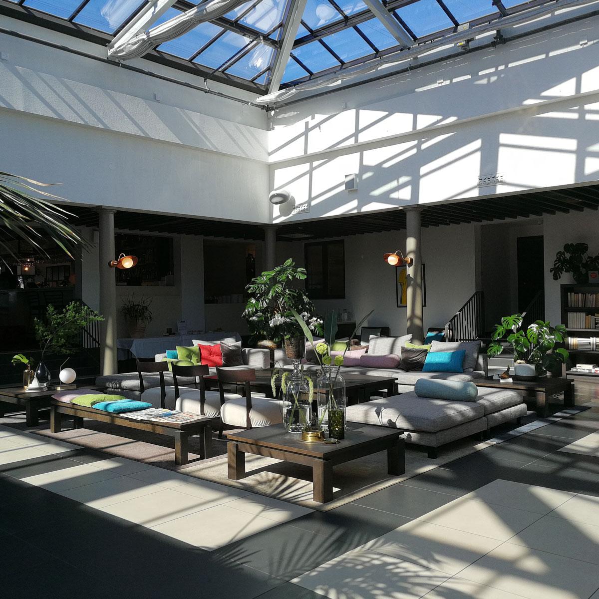 Loungen på Hotel Riviera Strand ger en vacker konferensmiljö