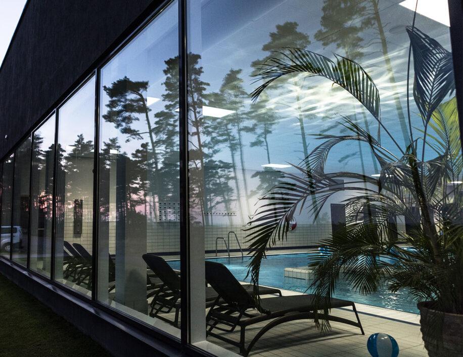 Poolhuset på Hotel Riviera Strand från utsidan